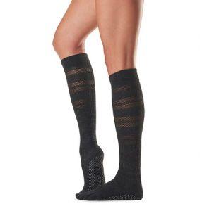 Knælange toesox i sort  yogasokker til knæet  yogastrømper til yogatræning og pilates
