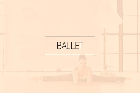 Hos Stræk og Bøj finder du et imponerende udvalg af balletdragter, tutu'er, uldshorts og balletsko.